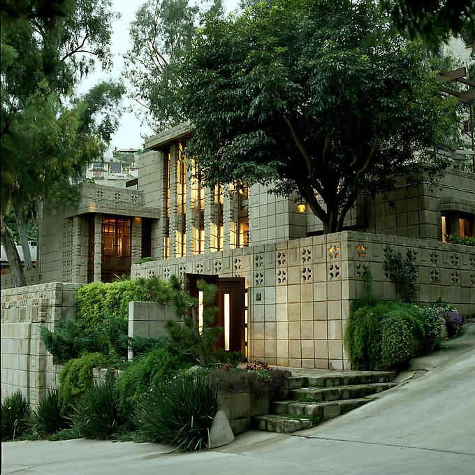 http://images.exhibit-e.com/www_elizabethheyert_com/Frank_Lloyd_Wright_Los_Angeles_10.jpg